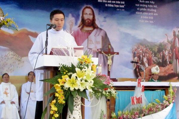 Gx Mỹ Trung: Đức Cha Phêrô ban Bí tích rửa tội cho hơn 100 tân tòng - Ảnh minh hoạ 4
