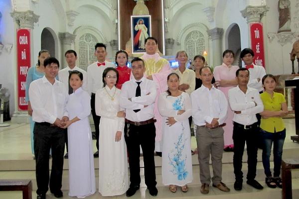 Gx Cái Bè: Niềm vui dâng trào 9 gia đình rửa tội và hợp thức hóa hôn nhân