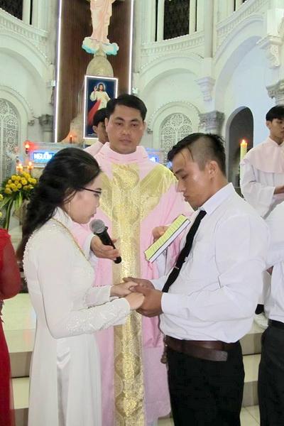 Gx Cái Bè: Niềm vui dâng trào 9 gia đình rửa tội và hợp thức hóa hôn nhân - Ảnh minh hoạ 4