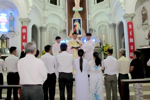 Gx Cái Bè: Niềm vui dâng trào 9 gia đình rửa tội và hợp thức hóa hôn nhân - Ảnh minh hoạ 5