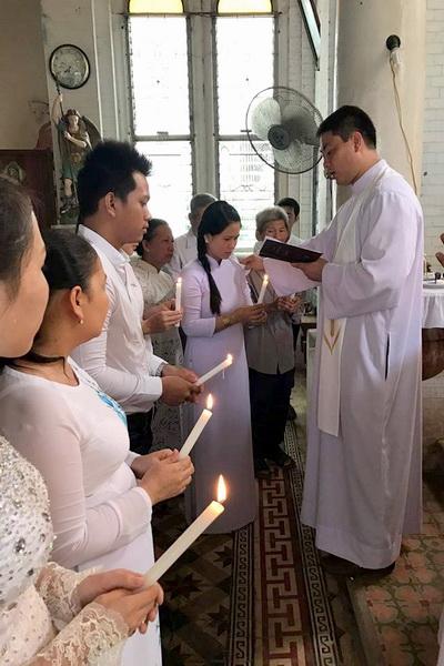 Gx Cái Bè: Niềm vui dâng trào 9 gia đình rửa tội và hợp thức hóa hôn nhân - Ảnh minh hoạ 7