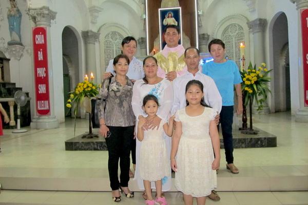 Gx Cái Bè: Niềm vui dâng trào 9 gia đình rửa tội và hợp thức hóa hôn nhân - Ảnh minh hoạ 8